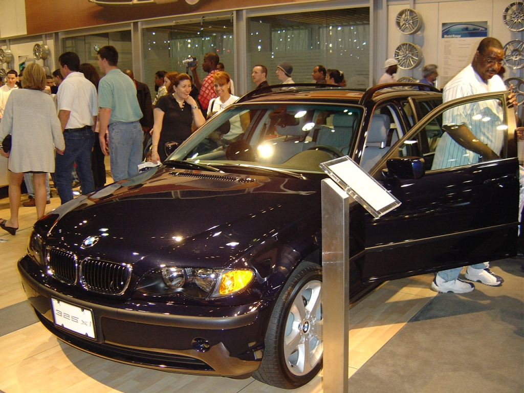 black-bmw-325xi