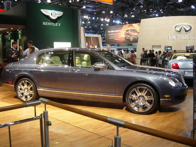 bentley continental flying spur  side view
