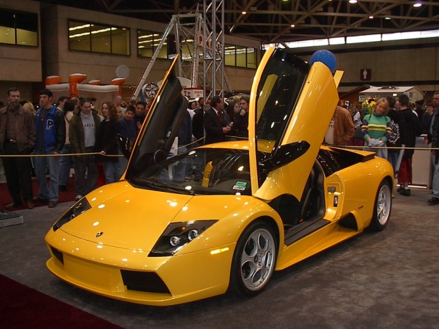 doors-open-view-yellow-laborghini