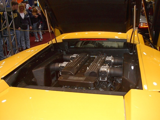 engine-view-lamborghini