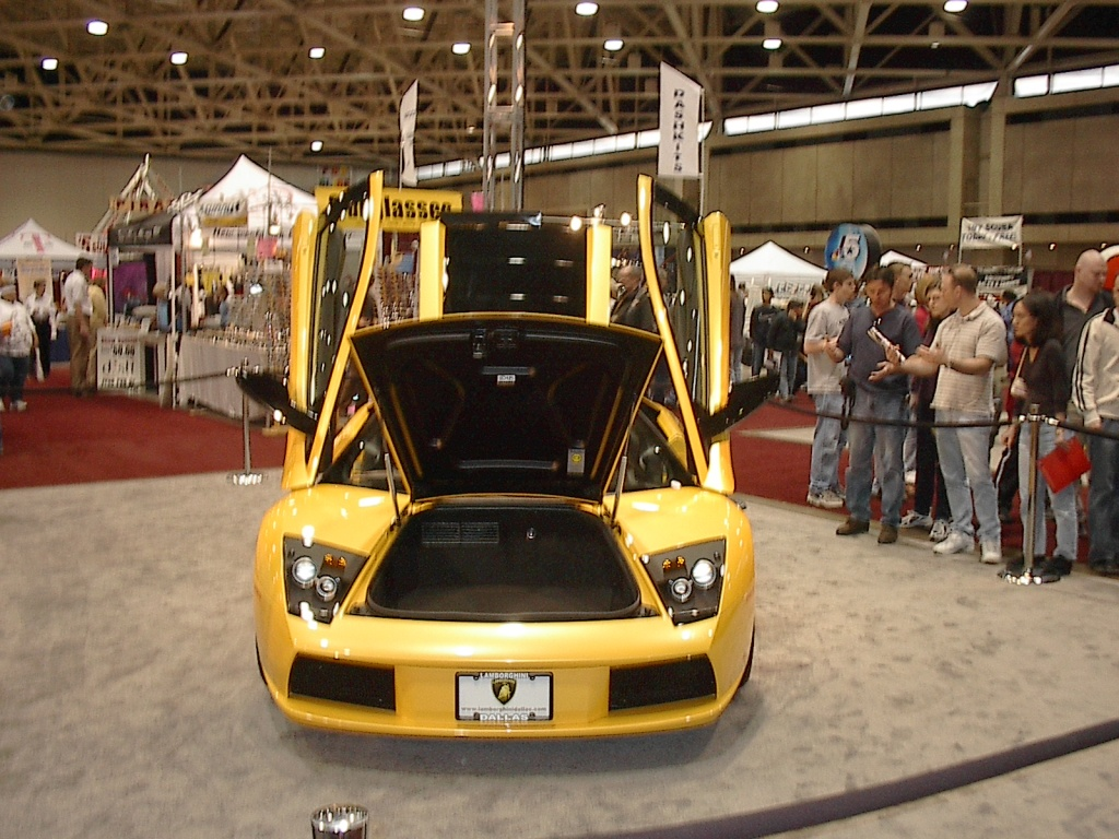 doors open yellow lamborghini