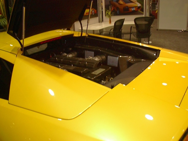 yellow-lamborghini-engine