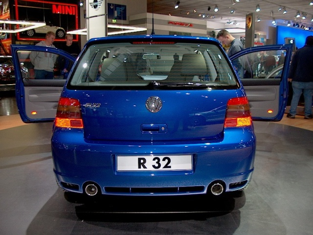 volkswagen-golf-r32-02