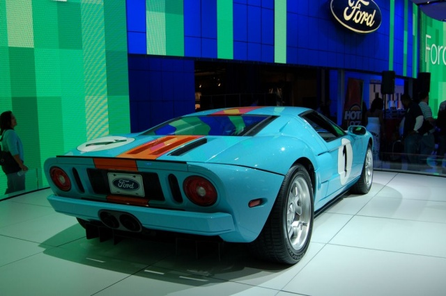 rear view ford gt