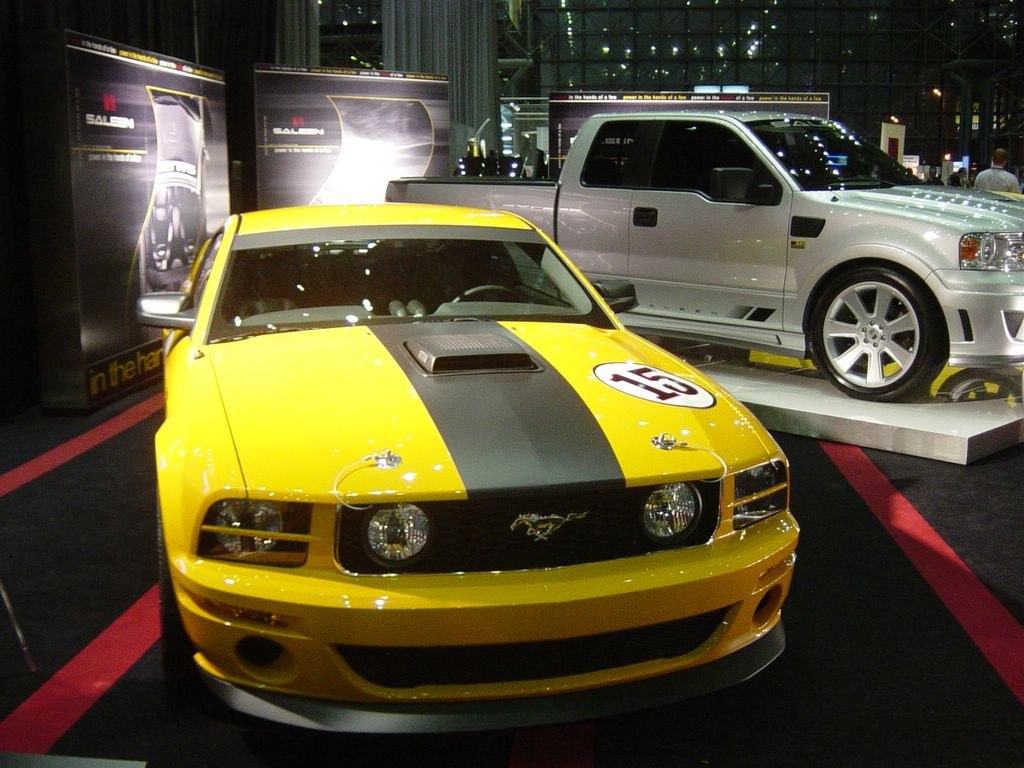 yellow mustang : 2007 Ford