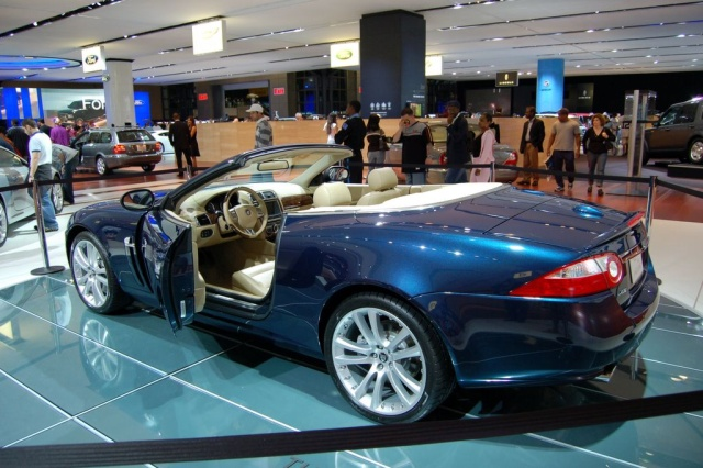 jaguar xk side view