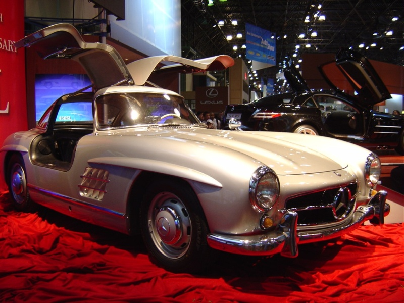 mercedes-with-gull-wing-doors