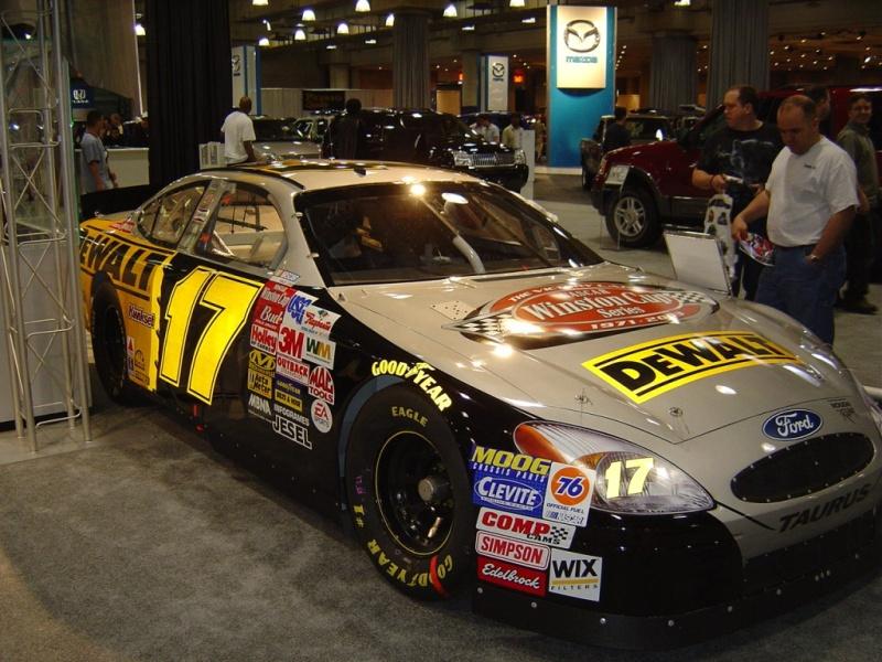 ford-sponsor-car