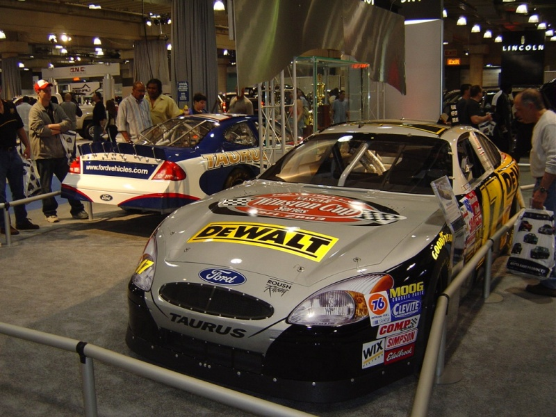 ford-taurus-sponsor-car