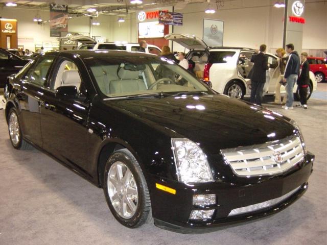 2004 cadillac luxury sports sedan