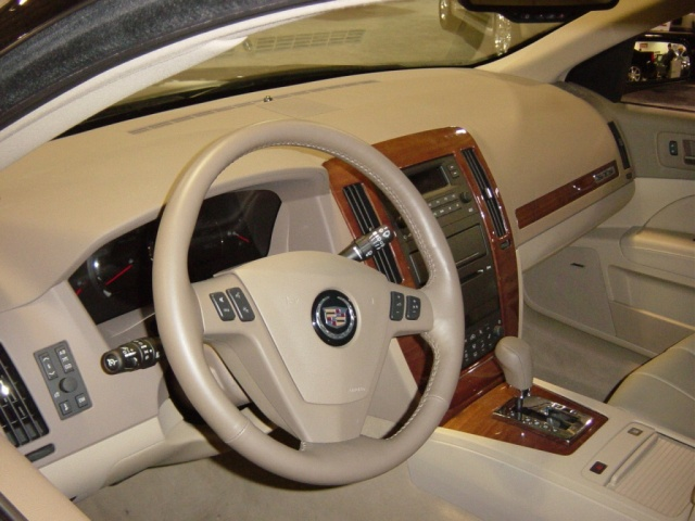 2005 cadillac sports sedan interior