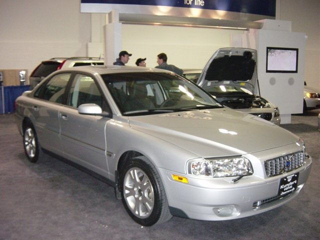 2005 volvo 4 door sedan