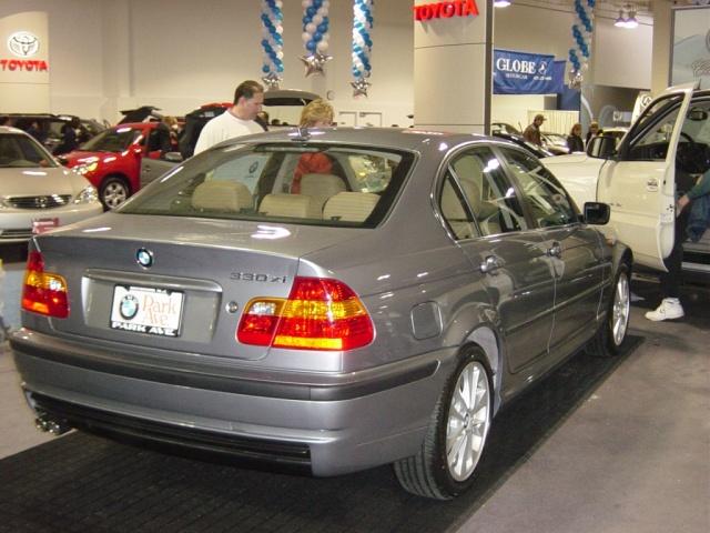 bmw-330xi-rear-view