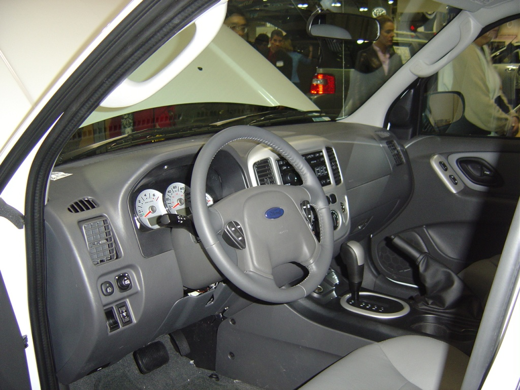 ford escape hybrid interior view nj auto expo 2005 car. Black Bedroom Furniture Sets. Home Design Ideas