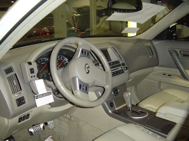 lexus-fx35-interior-view
