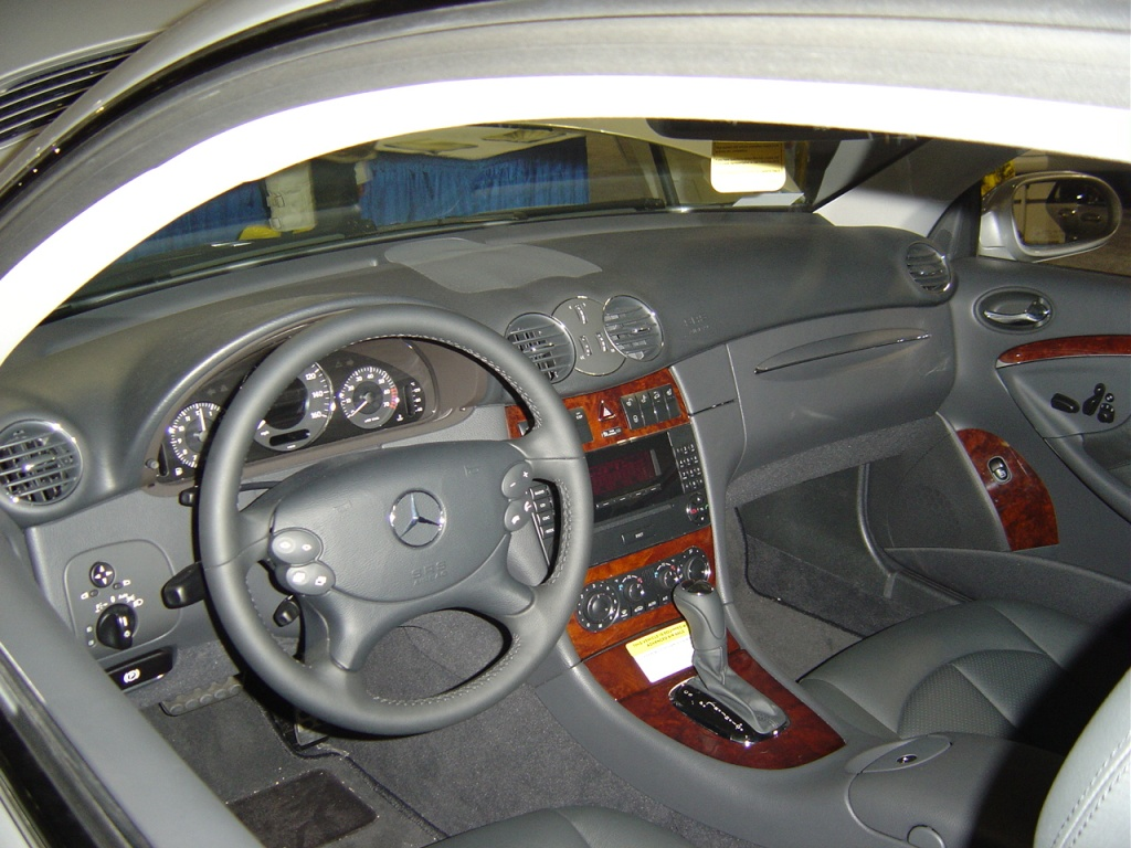 Mercedes benz clk320 interior for Mercedes benz inside view