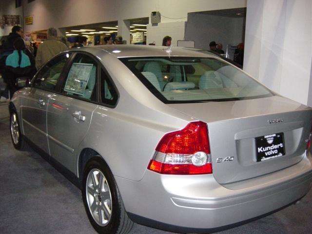 silver-volvo-s40