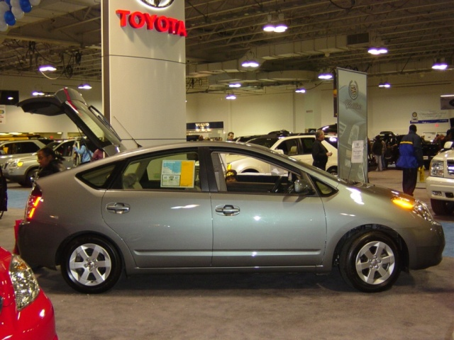 toyota-prius-hybrid-gas-electric-car