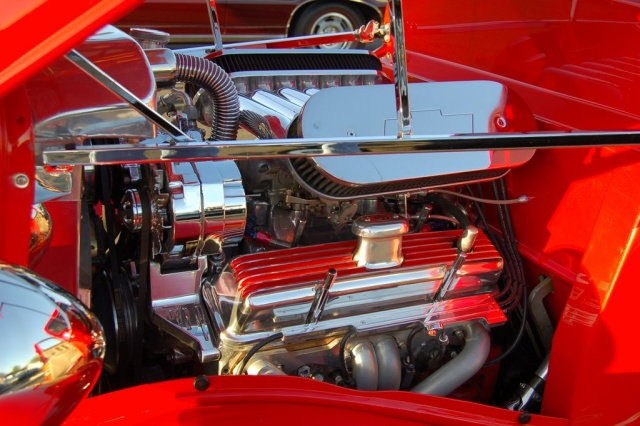 1933-Ford-Coupe-engine