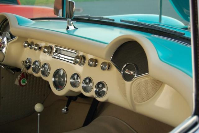 1957-Corvette-Convertible-interio-close