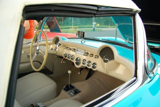 1957-Corvette-Convertible-interior