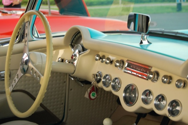 1957-Corvette-Convertible-interior-steering-wheel