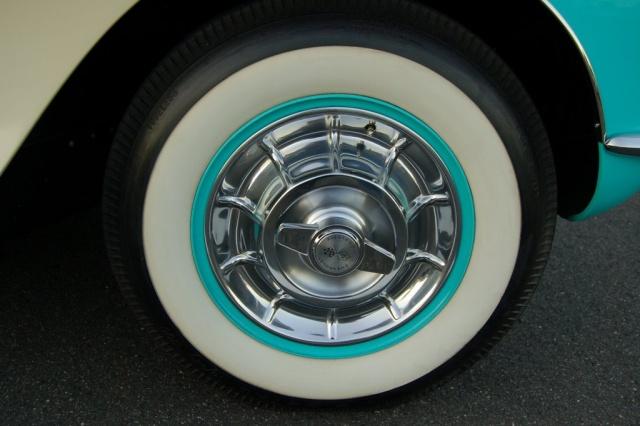 1957-Corvette-Convertible-tire-rim