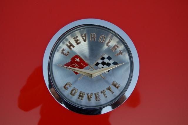 1958-Corvette-Convertible-emblem