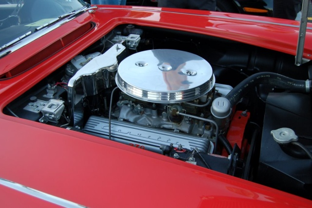 1958-Corvette-Convertible-engine1