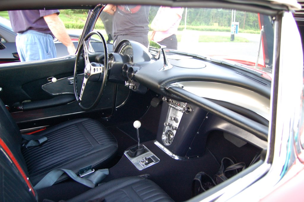 1958-Corvette-Convertible-interior