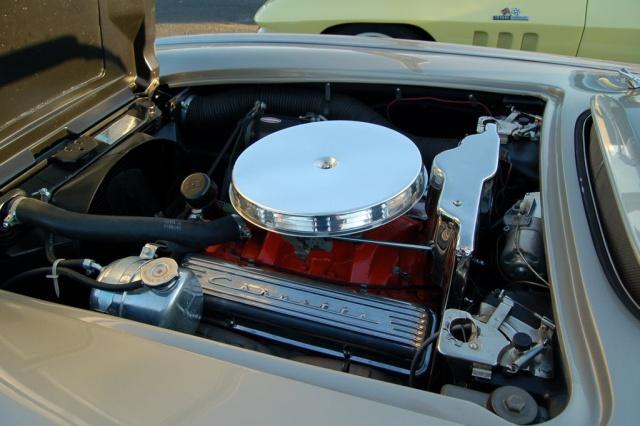 1962-Corvette-Convertible-engine