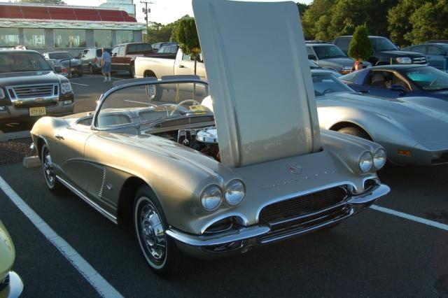 1962-Corvette-Convertible-front