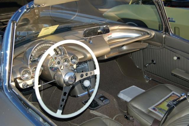 1962-Corvette-Convertible-interior-close