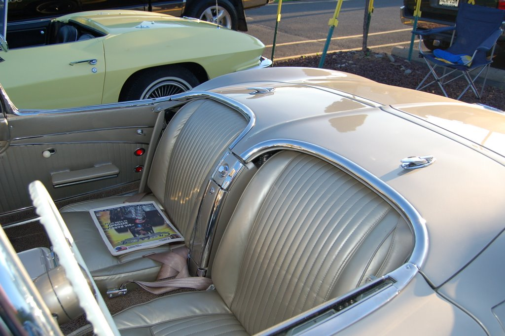 1962-Corvette-Convertible-interior-seats