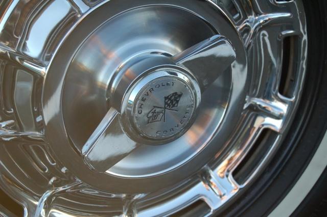 1962-Corvette-Convertible-tire-rim