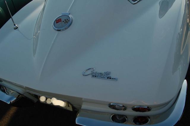 1963-Corvette-Sting-Ray-rear-logo