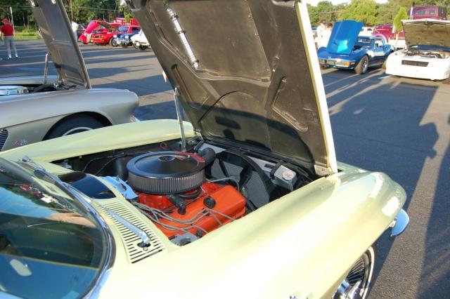 1965-Corvette-Sting-Ray-engine-compartment