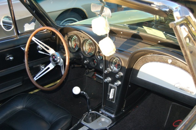 1965-Corvette-Sting-Ray-interior
