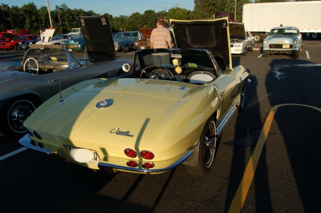 1965-Corvette-Sting-Ray-rear