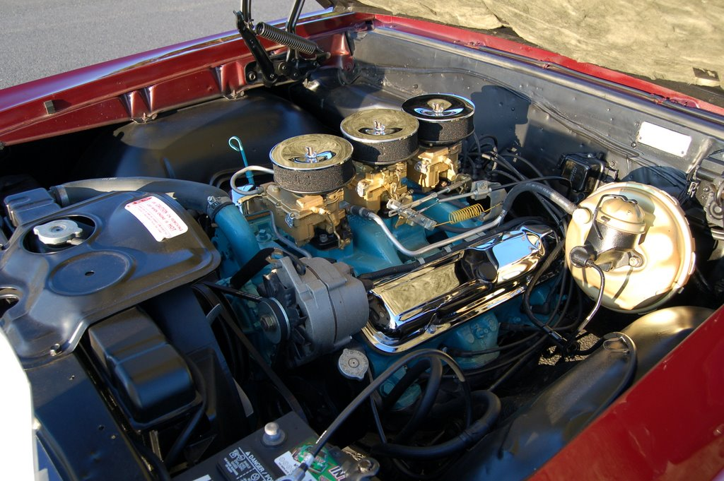 1965-GTO-Pontiac-engine
