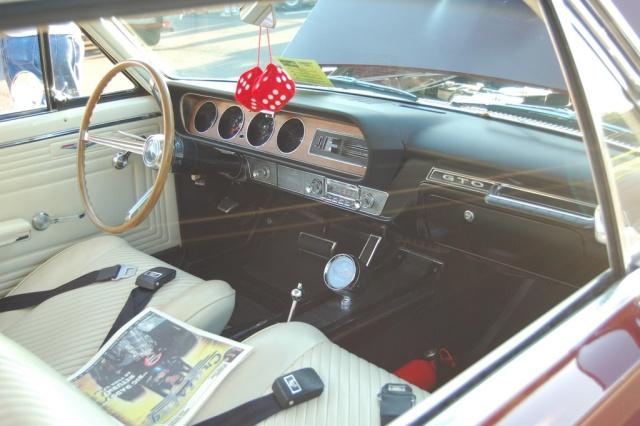1965-GTO-Pontiac-interior-3