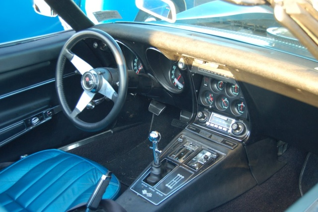 1968-Corvette-Convertible-interior