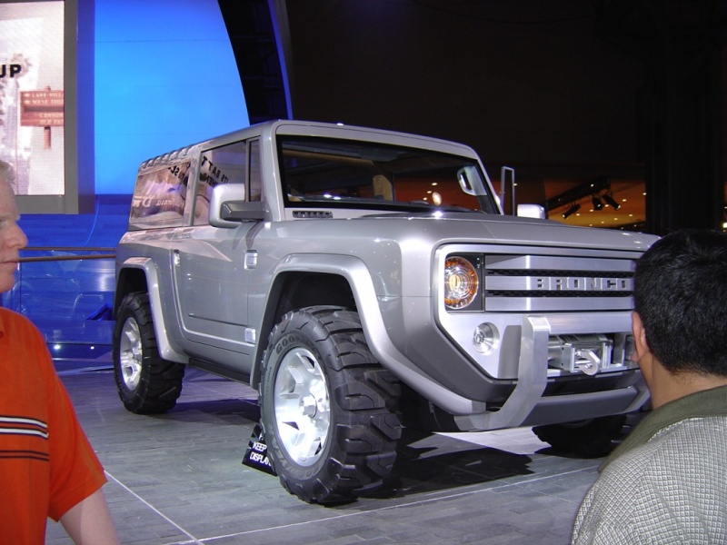 silver-ford-bronco