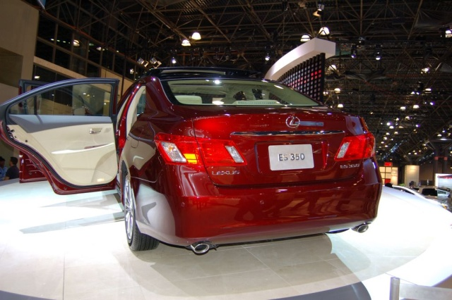 lexus es350 rear view