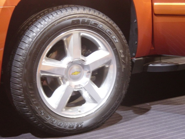 avalanche rims and tires