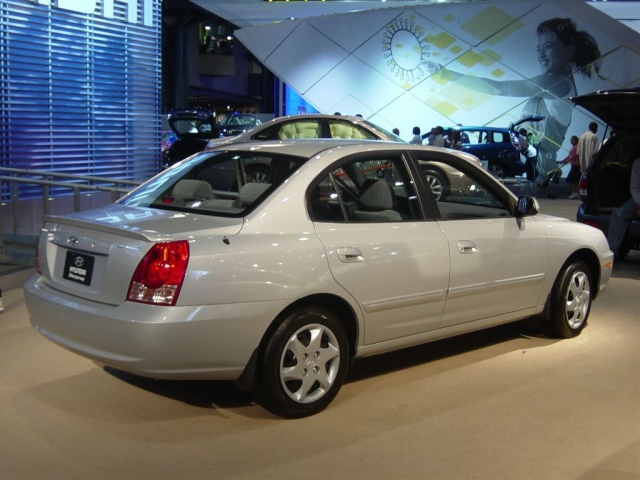 hyundai elantra side view