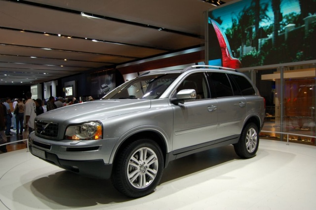 volvo x9o v8 side view