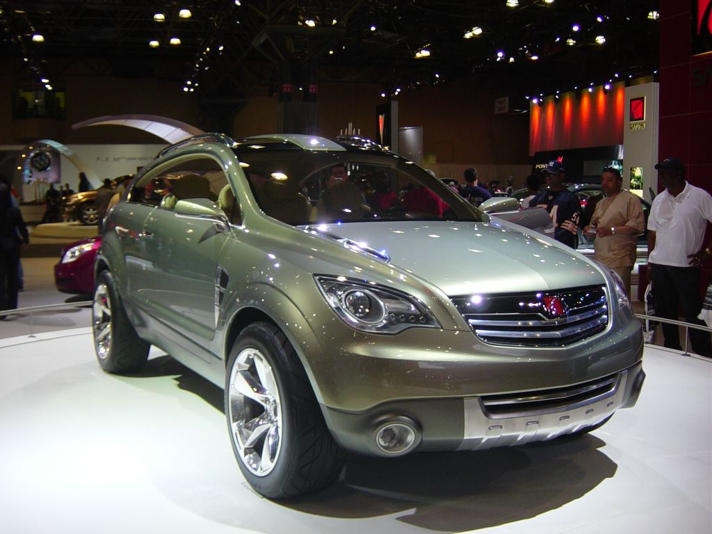 saturn crossover front view